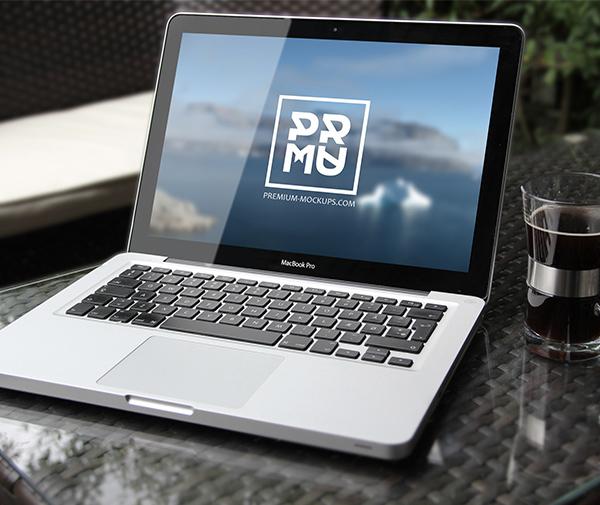 14 Free MacBook Pro Mockup